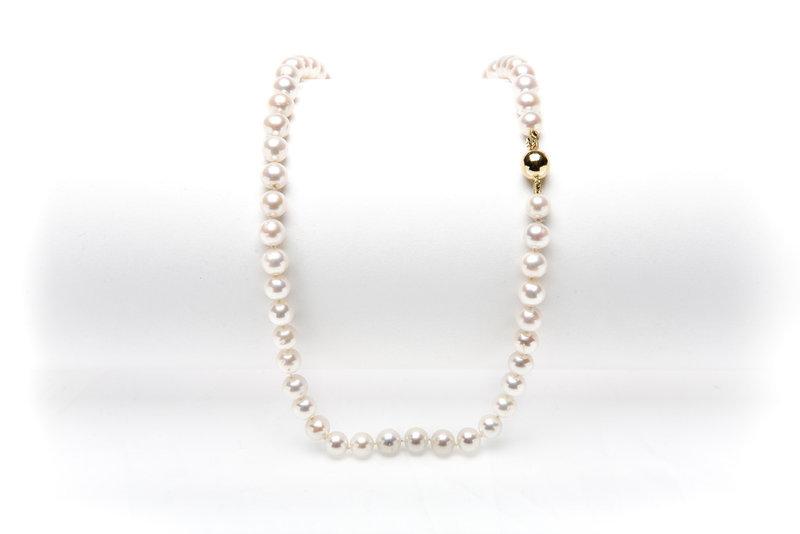 kurze perlenkette mit gold